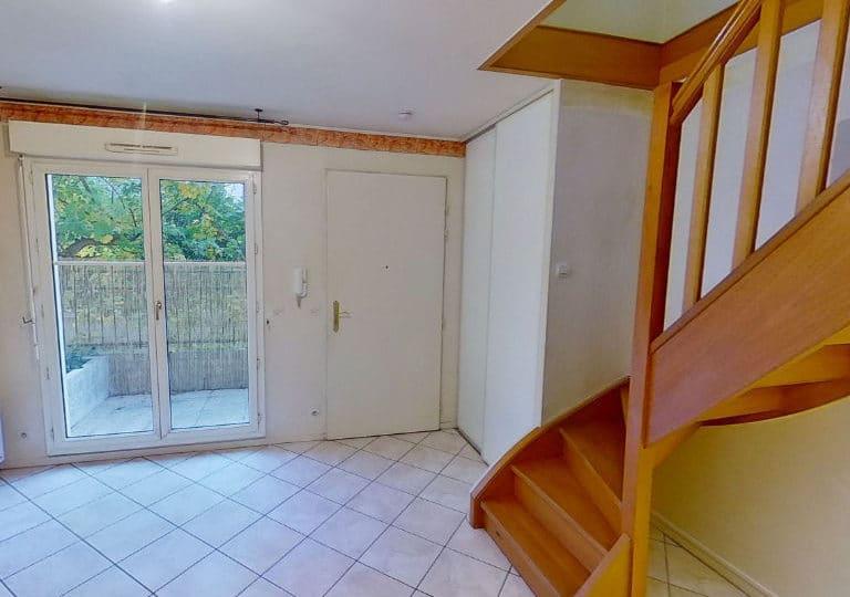 agence immobilière alfortville: 2 pièces 40 m² en duplex, escalier pour accès chambre