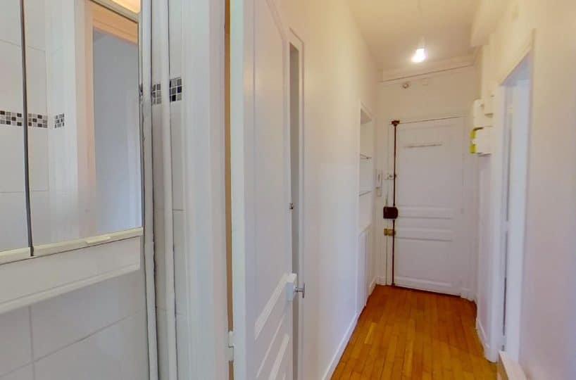 appartement a louer val de marne pas cher: studio 24 m², entrée dégagée avec rangements