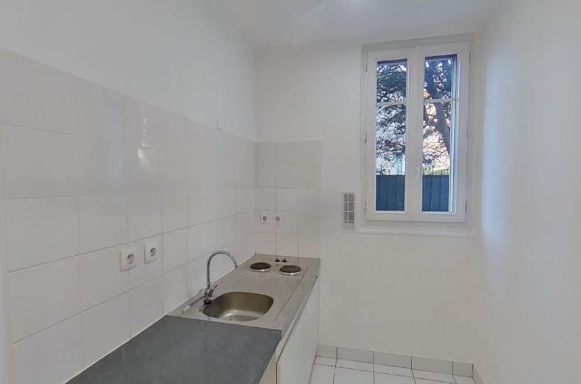 location studio dans le 94: studio 24 m², cuisine avec 2 plaques de cuisson