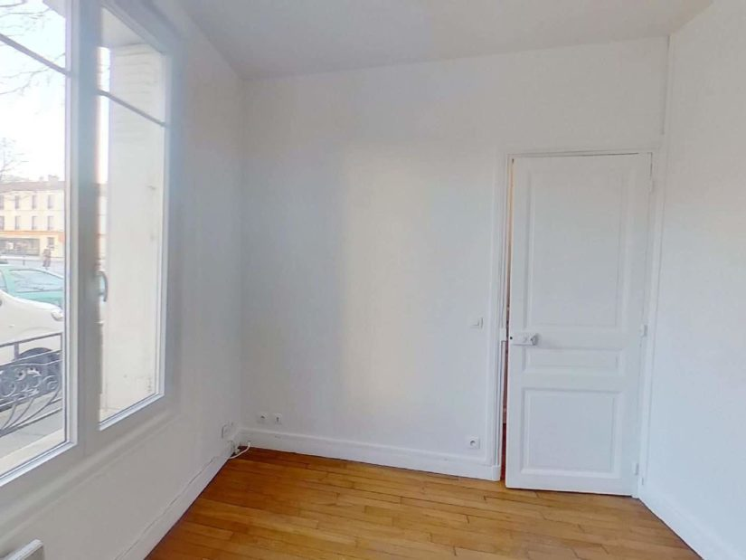 location appartement val de marne: studio 24 m², pièce à vivre avec cheminée