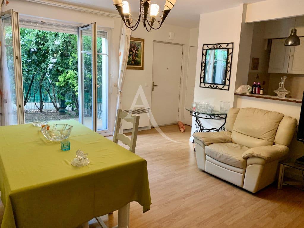 l adresse alfortville: appartement 3 pièces 57 m² en duplex, coin salle à manger accès cuisine ouverte
