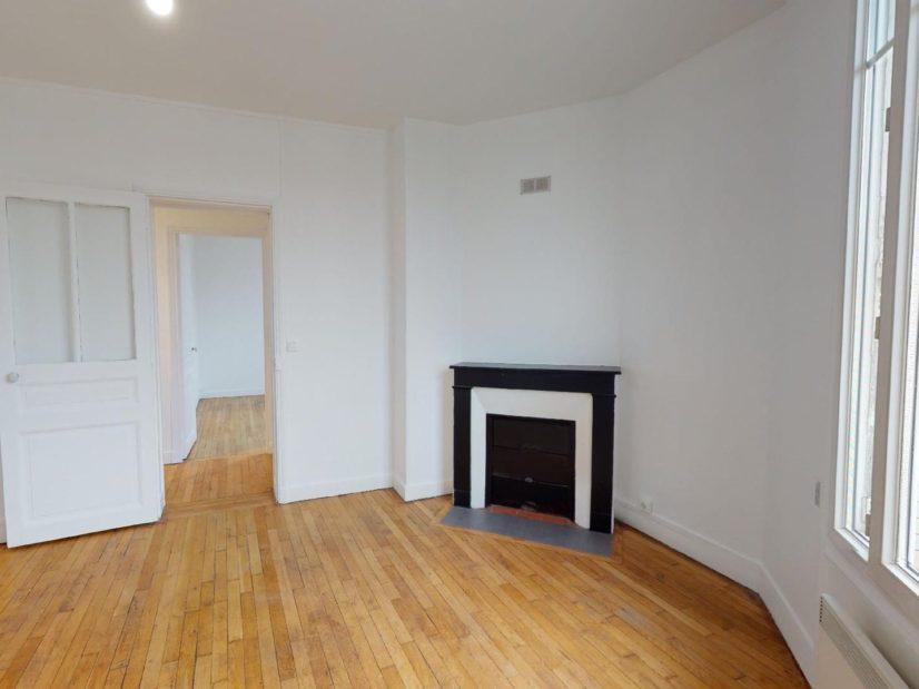 agence immo maisons-alfort: 3 pièces 51 m², séjour avec cheminée, porte semi-vitrée