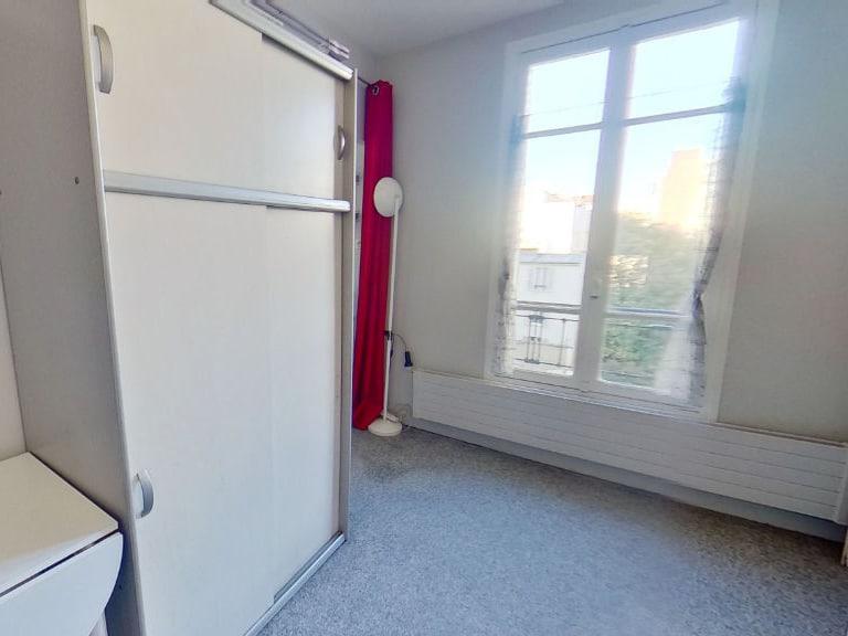 l'adresse valerie immobilier: studio meublé à louer, pièce principale refaite à neuf