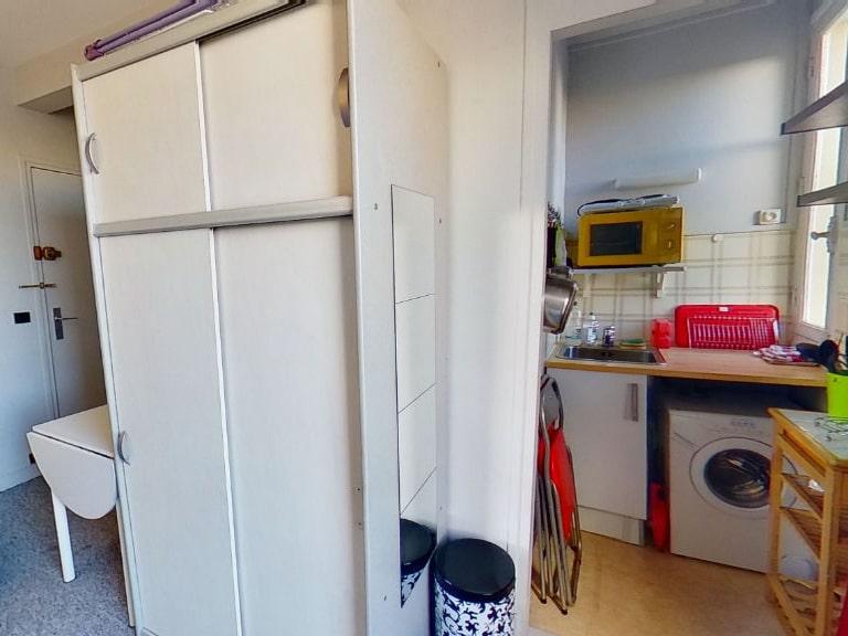 location appartement 94: studio 16 m², cuisine ouverte aménagée et équipée