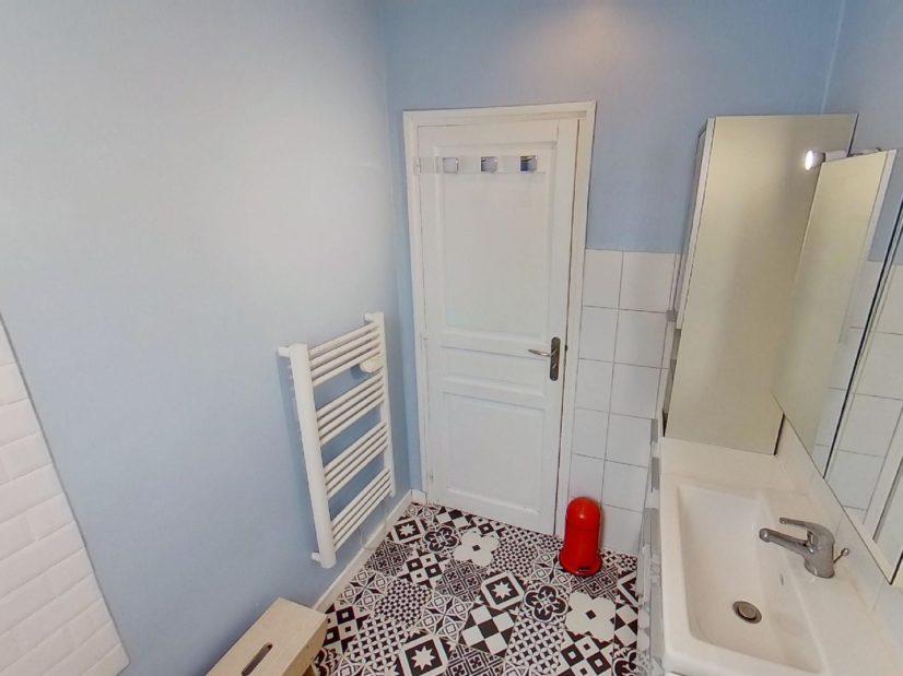 appartement alfortville: 2 pièces meublé, salle de bain: baignoire, sèche-serviette