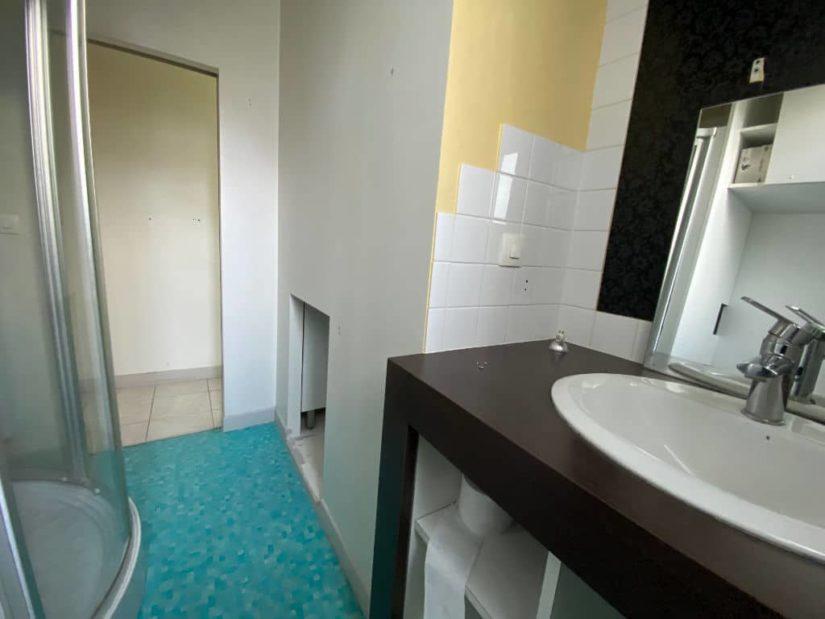 immobilier à vendre: appartement / bureau 7 pièces 128 m², salle d'eau avec cabine douche