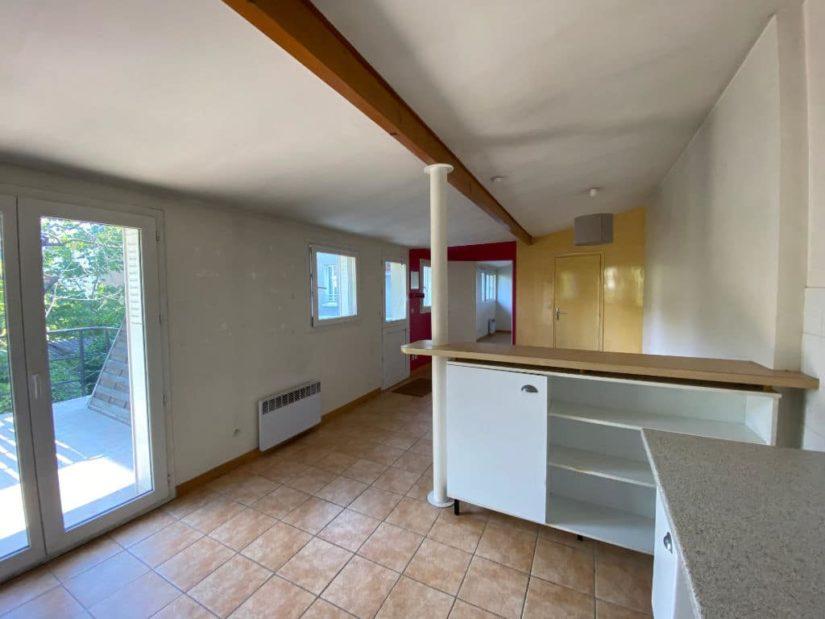 agence immobilière val de marne: appartement / bureau 7 pièces 128 m², vue accès terrasse depuis le coin cuisine
