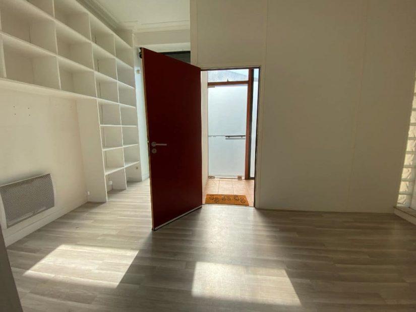 agence immobiliere 94: appartement / bureau 7 pièces 128 m², hall d'entrée depuis la rue coté accès boutique