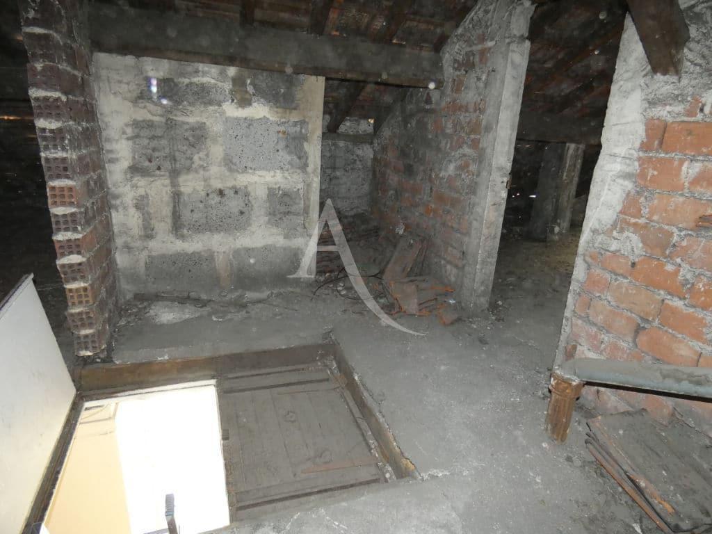 agence immo 94: vente studio 24 m², trappe pour accès au comble ou grenier