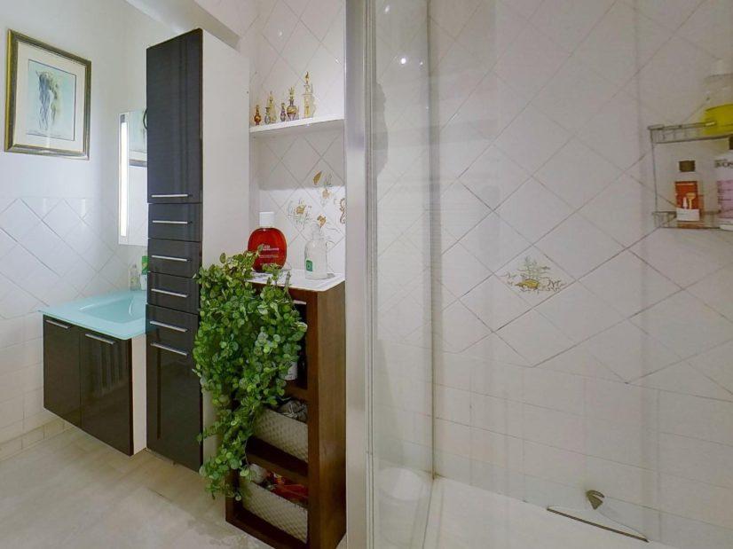 vente direct immo: 3 pièces 59 m², salle d'eau avec douche, wc séparé