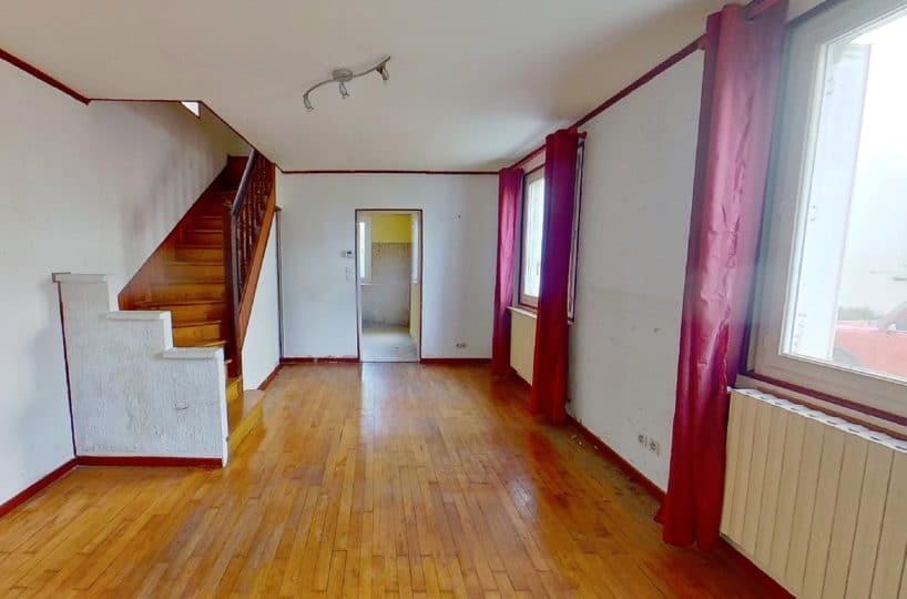 vente pavillon alfortville, 3 pièces 72 m², pièce à vivre avec escalier pour accès chambres