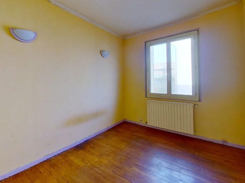 agence immobilière 94: maison 3 pièces 72 m², 1° chambre lumineuse, applications au mur