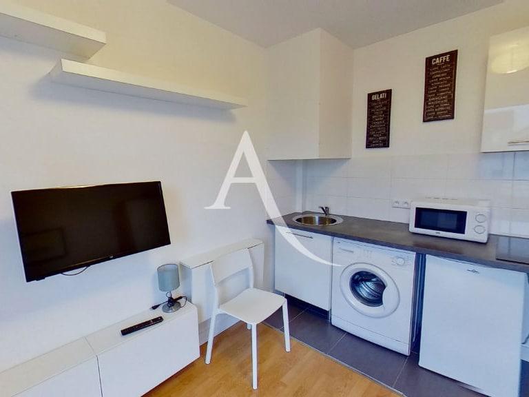 agence immo maisons-alfort: studio 14 m², pièce principale avec cuisine ouverte aménagée
