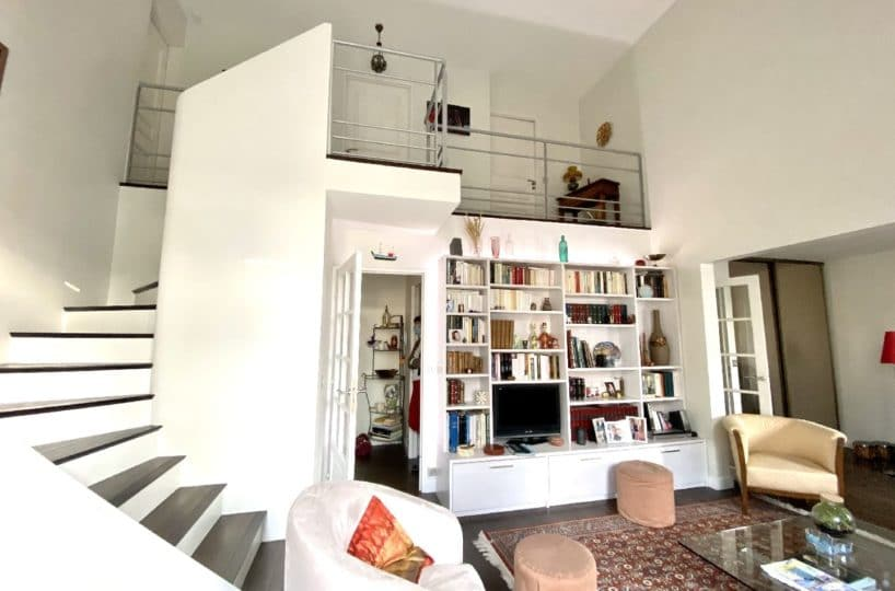 immo 94: appartement 5 pièces 106 m², séjour double avec escalier pour acces chambre