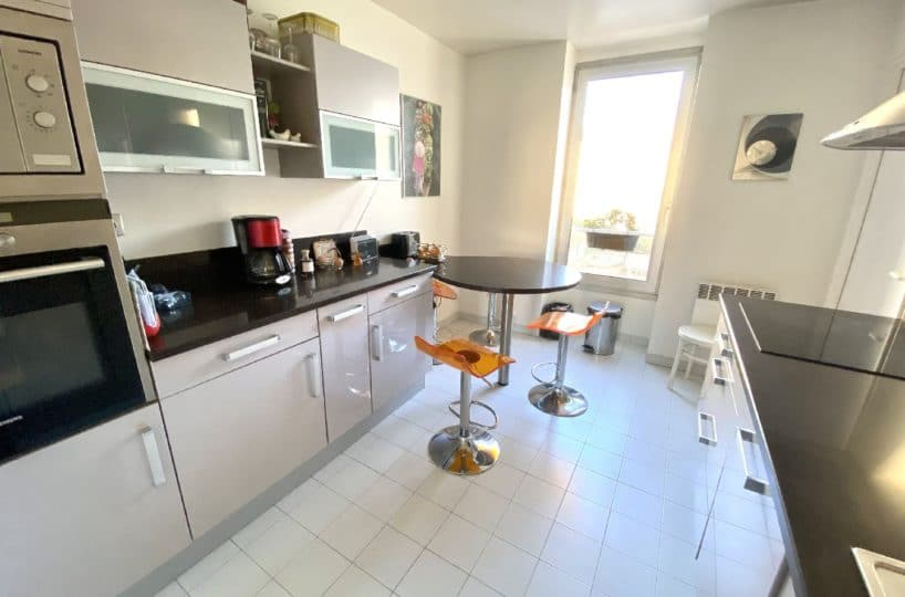 agence immobiliere du val de marne: 5 pièces 106 m², cuisine indépendante avec cellier