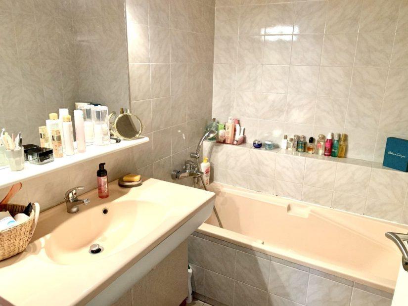 l'adresse valerie immobilier: appartement 5 pièces 106 m², salle de bain avec baignoire