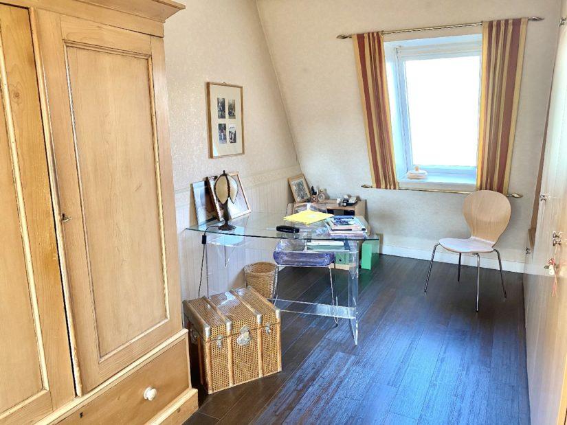 immobilier acheter: appartement 5 pièces 106 m², grande chambre au 1° étage