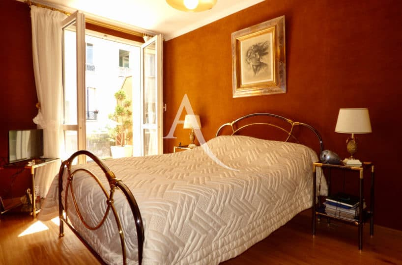 agence d immobilier: 4 pièces 90 m², chambre à coucher avec terrasse de 11 m²
