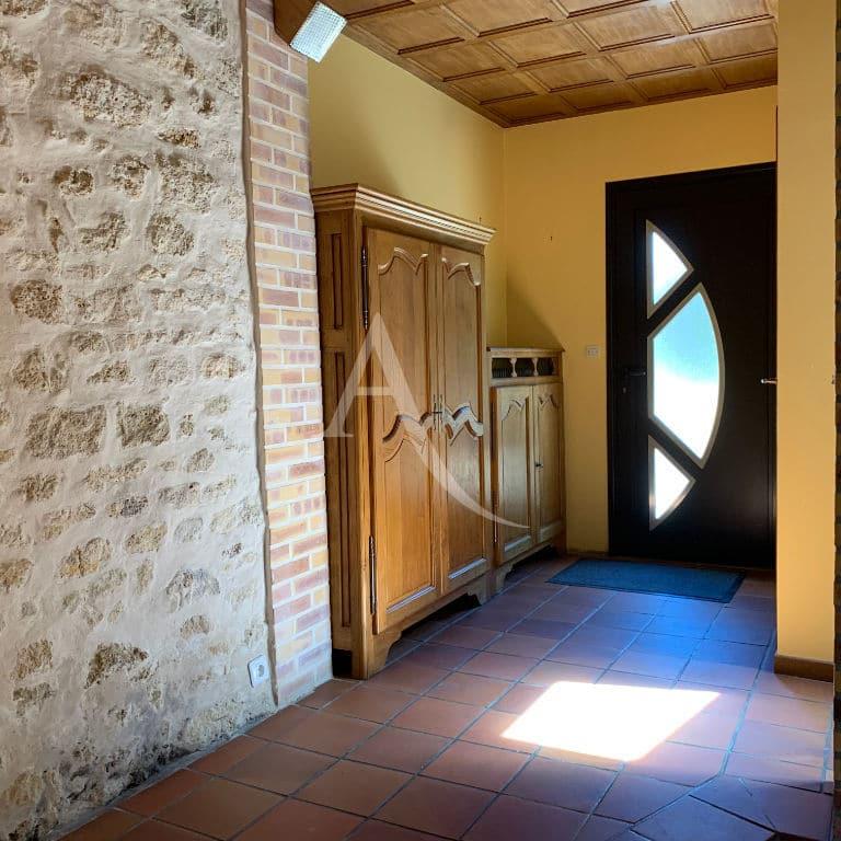 alfortville immobilier - maison 6 pièces, 125 m² - entrée avec rangements et pierres apparentes