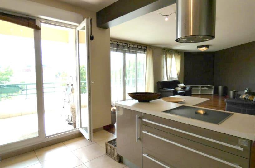 agence immobilière alfortville: 5 pièces 121 m², salon et cuisine accès balcon