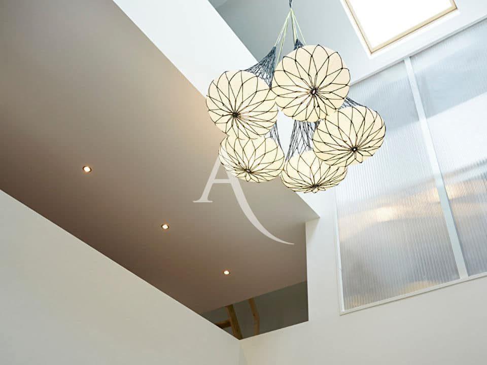 immo valerie: appartement 5 pièces 125 m², le fameux plafond catédrale dans la pièce principale