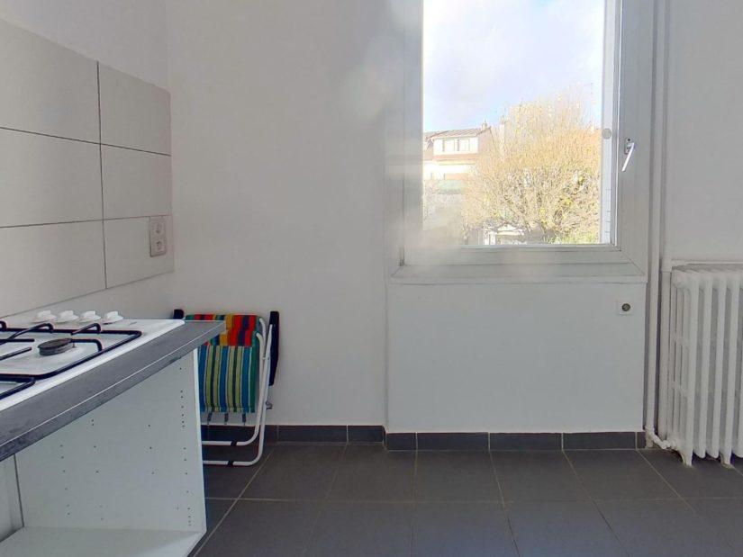 immobilier maisons alfort: maison 4 pièces 90 m², cuisine séparée avec fenêtre vue dégagée