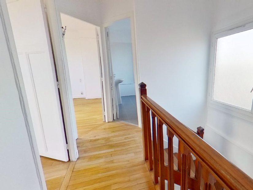 agence immo maisons alfort: maison 4 pièces 90 m², palier à l'étage accès aux chambres et salle de bain