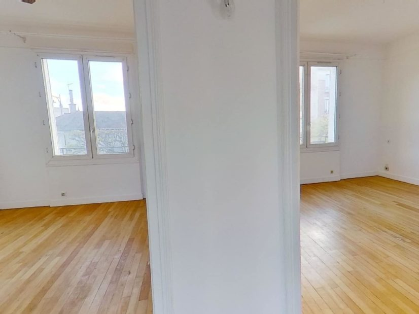 agence immo 94: maison 4 pièces 90 m², accès aux deux chambres depuis le palier au 1er étage