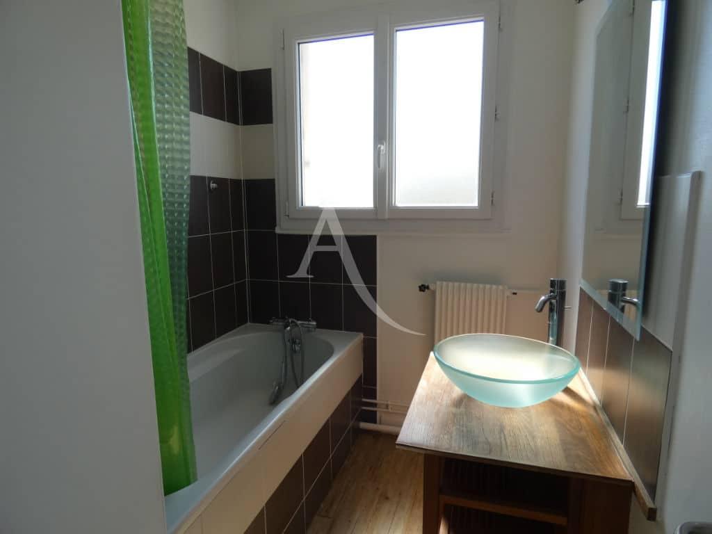 immo alfortville: vente appartement 3/4 pièces 75 m², salle de bains avec baignoire