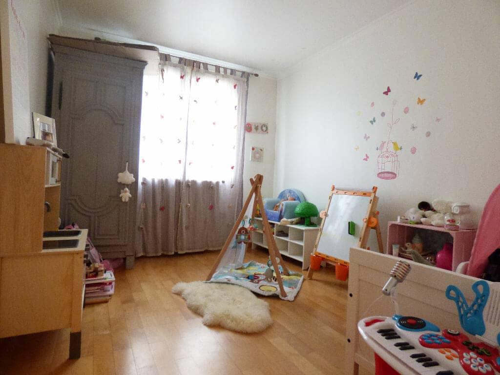 l'adresse alfortville:  pièces 66 m², chambre lumineuse, grande fenêtre