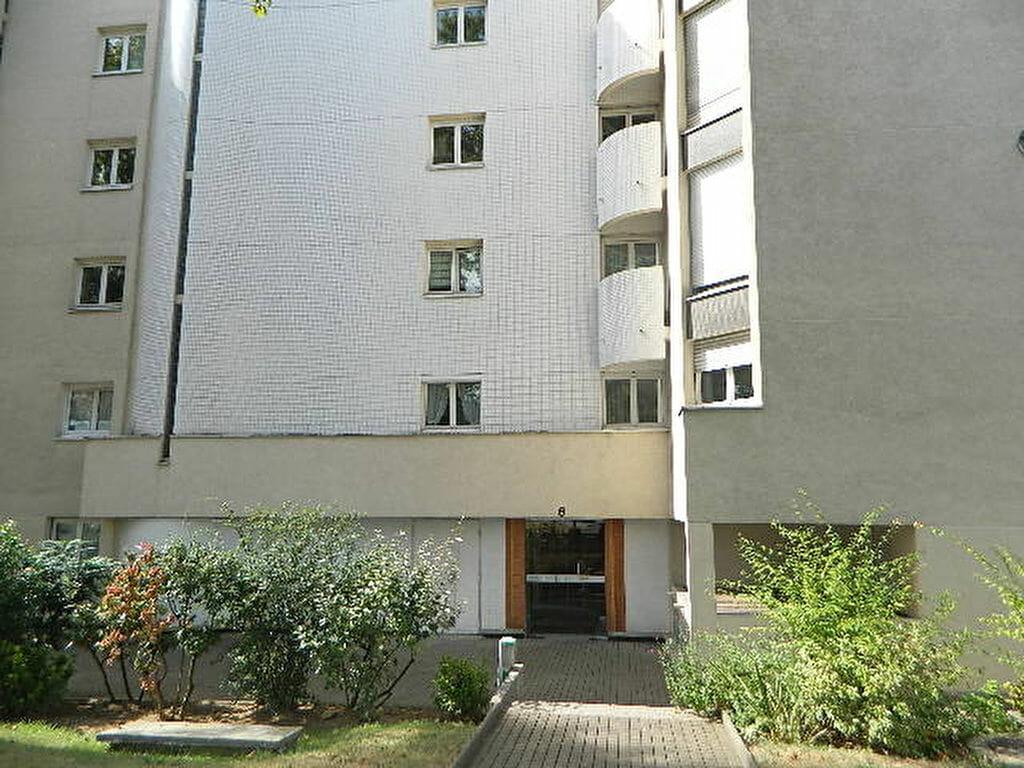 appartement maisons alfort: 2 pièces 48 m² à vendre, immeuble avec gardien et verdure