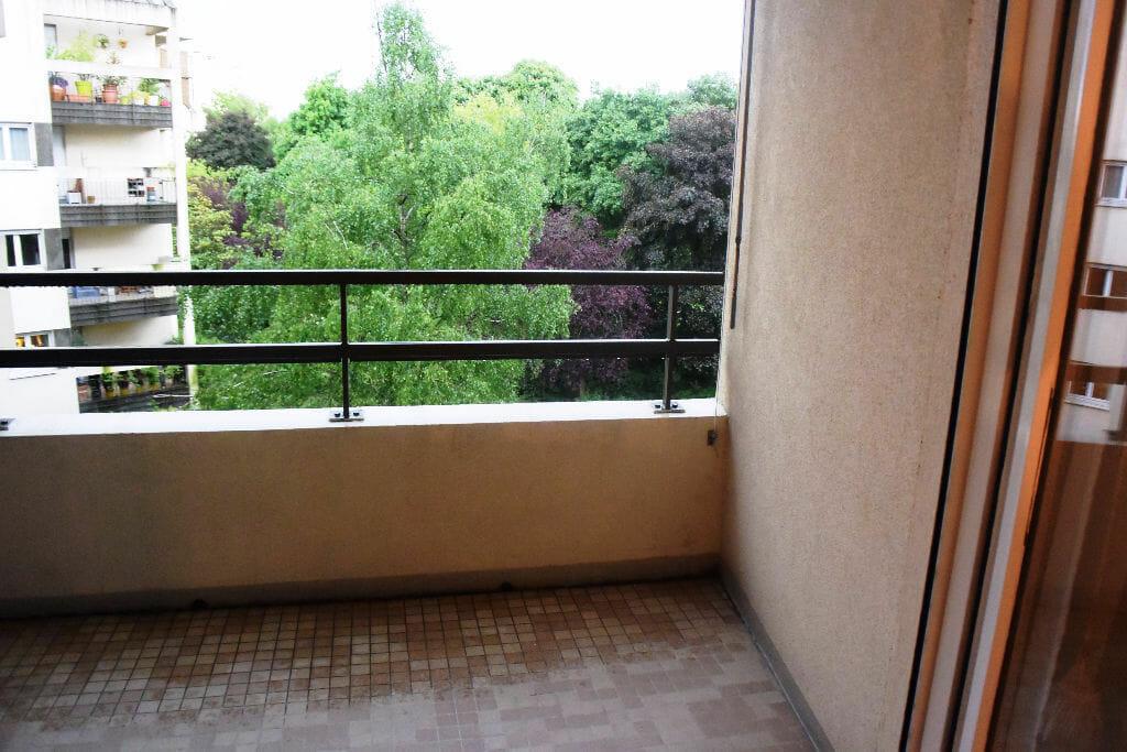 maison alfort stade: appartement 2 pièces 50 m², 2 balcons dont 1 donnant sur parc, petits carrelages au sol