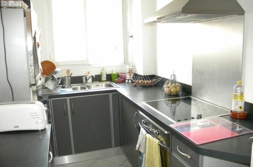 l'adresse charenton: studio 30 m², cuisine aménagée et équipée: hotte, plaques, four ...