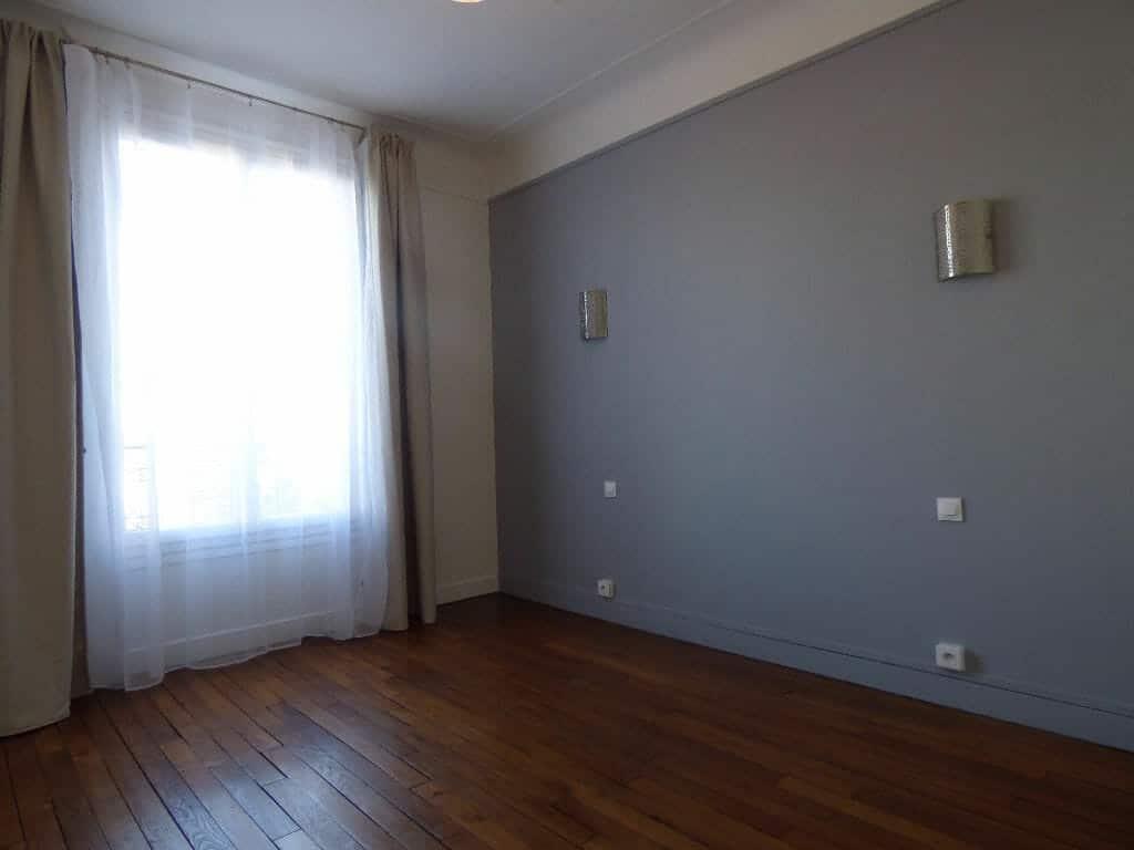 l'adresse alfortville: 2 pièces 40 m², chambre 12 m², appliques murale