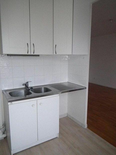 agence de location appartement: appartement 2 pièces 43 m², cuisine aménagée de placards