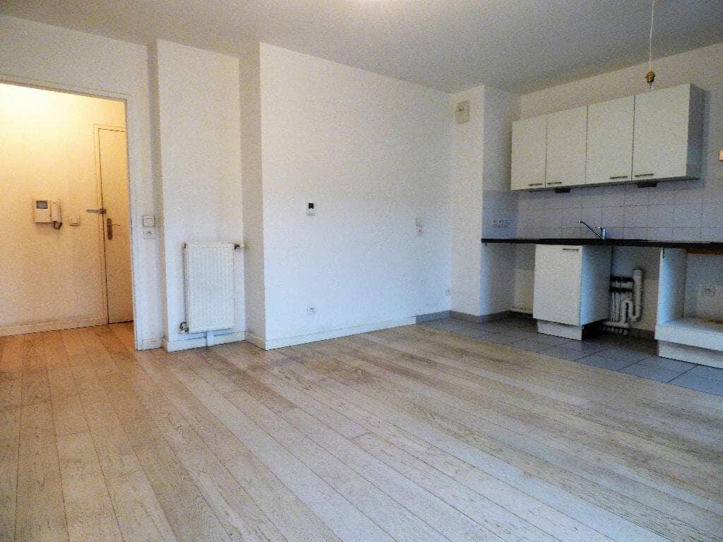 location appartement alfortville: 2 pièces 45 m², vaste séjour ouvert sur cuisine et balcon