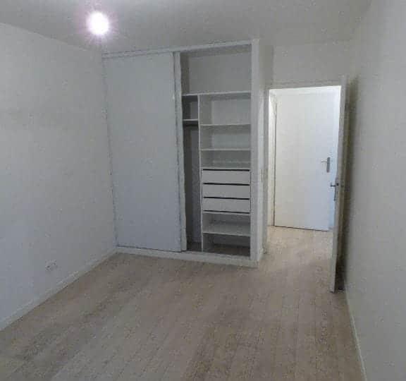 alfortville appartement location: 2 pièces 45 m², une cahmbre avec placards intégrés