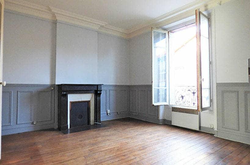 louer appartement maisons-alfort: 3 pièces 47 m², séjour avec cheminée, parquet au sol et moulures au plafond
