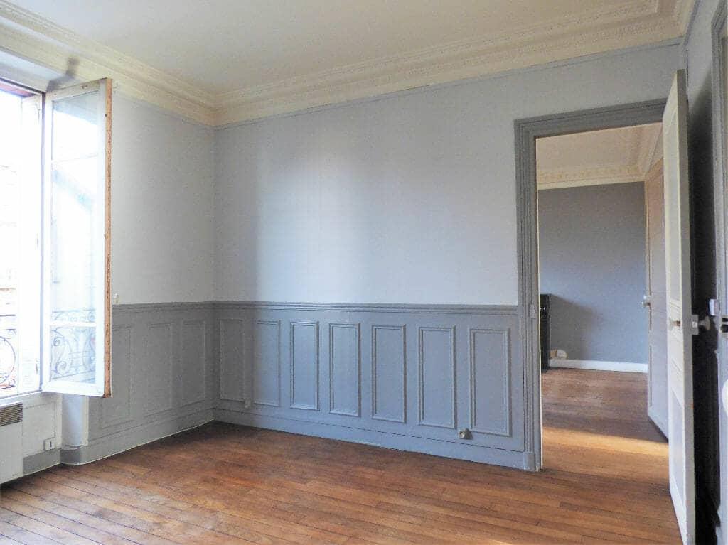 appartement a louer maison alfort: 3 pièces 47 m², séjour avec parquet au sol et moulures au plafond