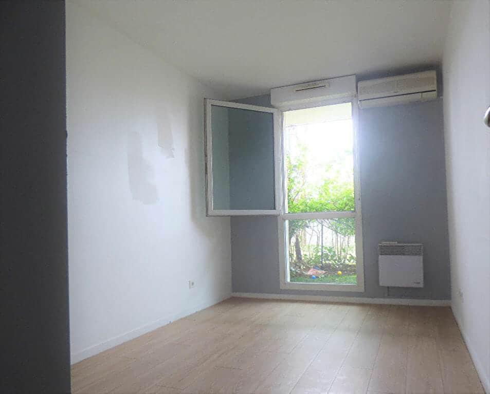 location appartement pas cher val de marne: 2 pièces 44 m², chambre au calme vue jardin