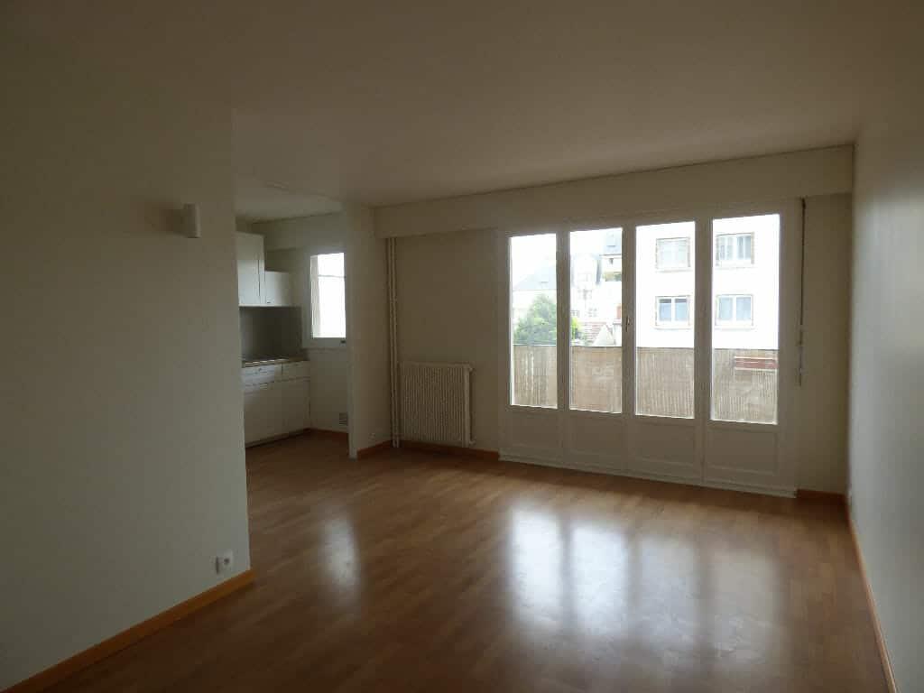 location studio dans le 94: 32 m², secteur centre-ville, cuisine ouverte sur le sjéour avec balcon