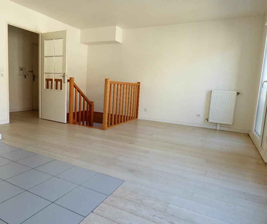 appartement alfortville location: 3 pièces 61 m², duplex avec séjour ouvert sur la cuisine