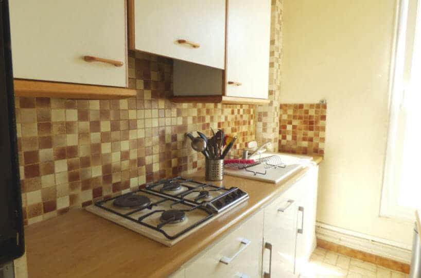 location appartement 94700, 3 pièces, cuisine indépendante, équipée: plaques de cuisson, four