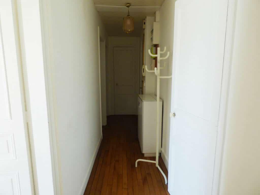 location appartement maisons alfort: 3 pièces 51 m², entrée de l'appartement avec rangements, refait à neuf