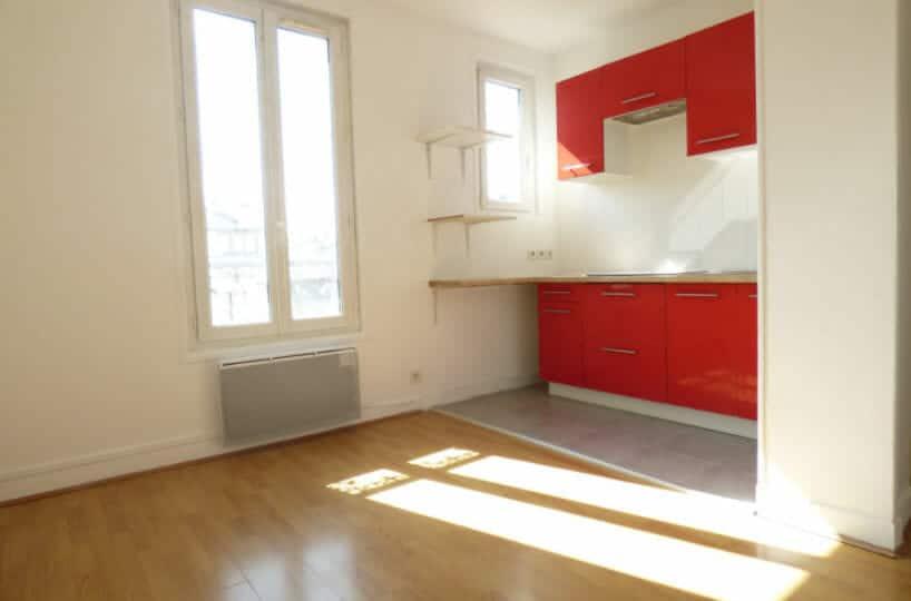 agence immo alfortville: location 2 pièces 26 m², séjour avec cuisine ouverte aménagée et équipée, secteur centre ville