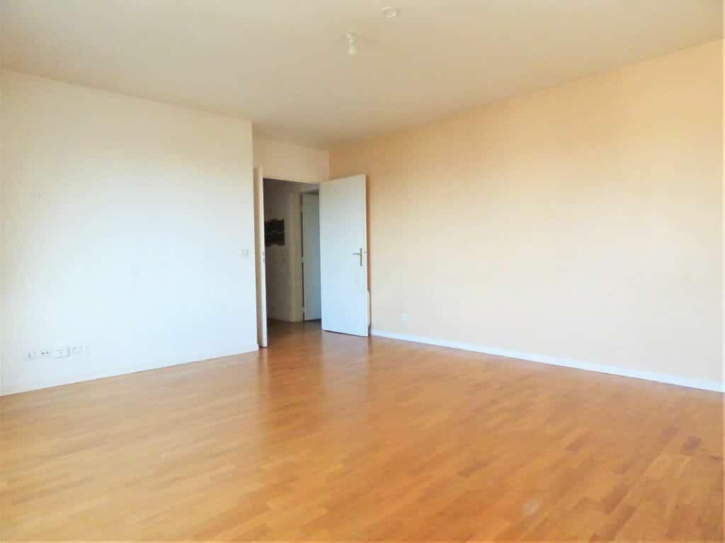 appartement maison alfort: 3 pièces 63 m², séjour équipé de prise tv, téléphone ...