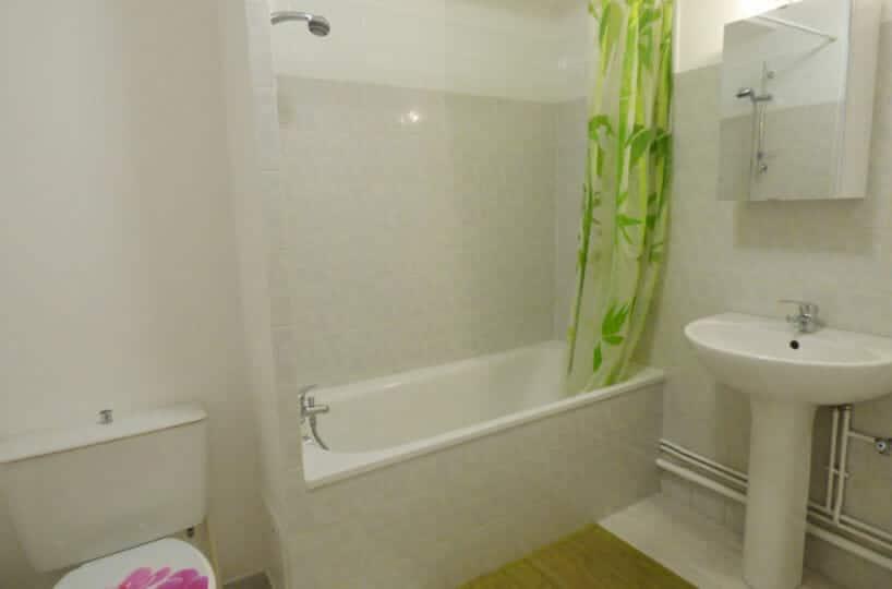 agence immobilière maisons-alfort - studio 36 m² - salle de bains avec baignoire et wc
