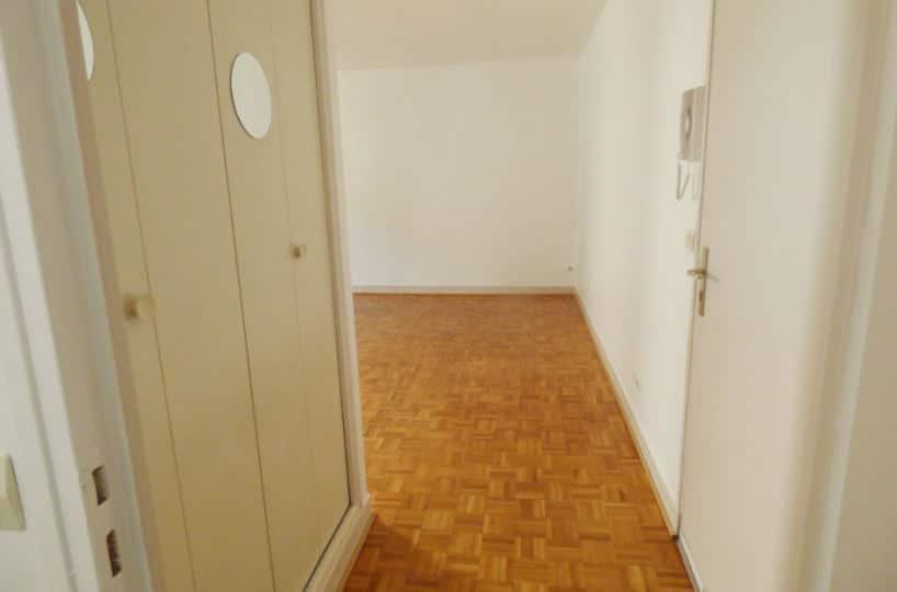 valerie immobilier maisons-alfort : studio à louer secteur centre 36 m², aperçu entrée et placards