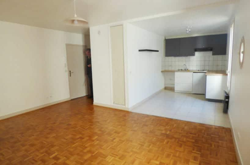 location appartement maisons alfort: studio 36 m², entrée et cuisine US au fond