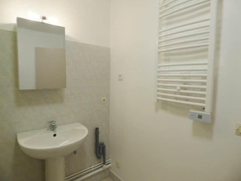 location maison alfort: studio 36 m²,  salle de bain avec chauffe serviette mural